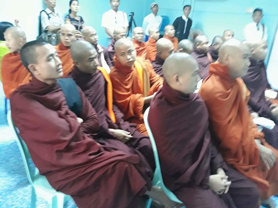 Des moines nationalistes entrainent l'annulation d'une conférence de presse visant Wirathu