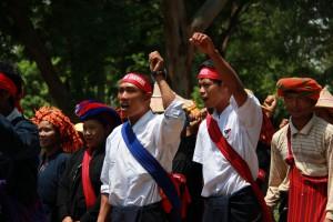 Les paysans marchent sur loikaw