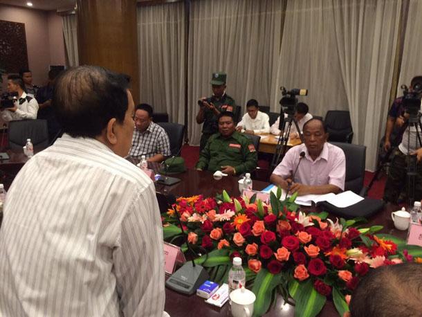 Le gouvernement birman demande à 3 groupes ethniques armés de déposer les armes avant de négocier la paix
