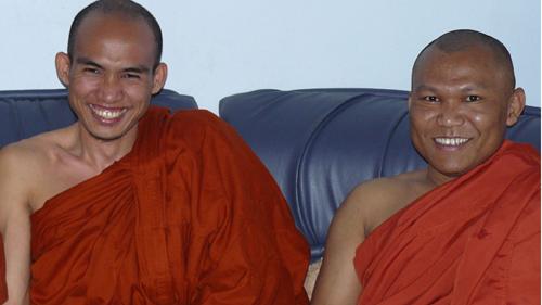 Rencontre avec Ashin Kovida et King Zero, deux moines birmans engagés pour la paix et la liberté