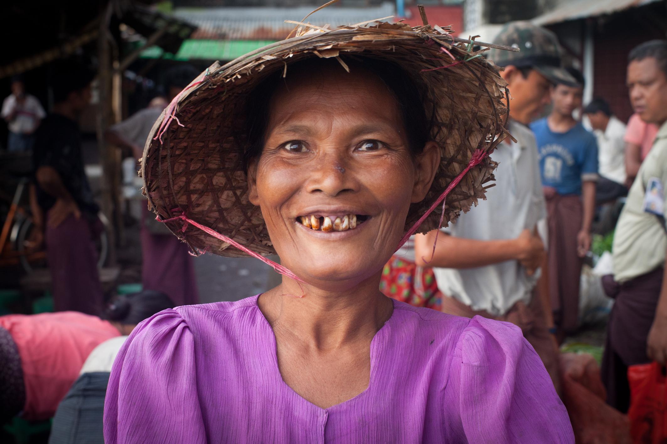 En Birmanie, les femmes sont souvent cantonnées au rôle de mère et de cuisinière quand elles ne sont pas victimes de violences sexuelles