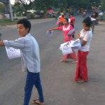 Distrubution de flyers dénonçant les dangers de l'API en Birmanie, Source: tni website