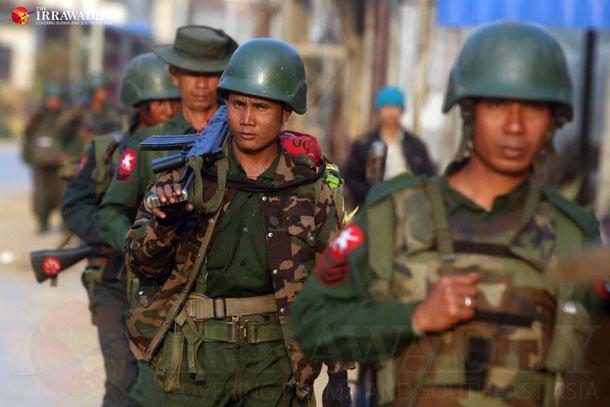 En Birmanie, les groupes armés ethniques s'associent et fixent les conditions d'un accord de paix avec le gouvernement