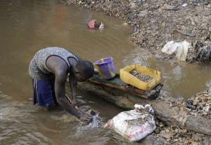 un-chercheur-d-or-illegal-au-liberia